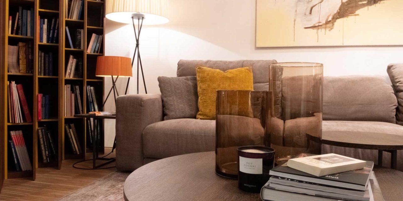 grey-sofa-bookshelf-lighting-livingroom