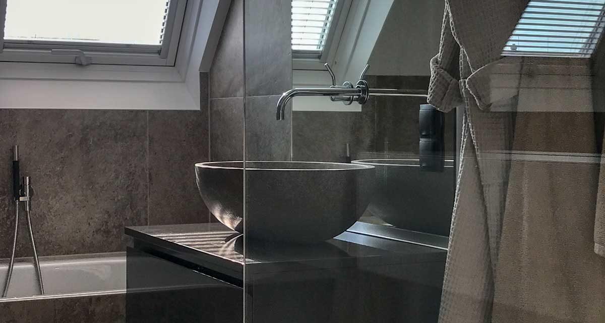 badezimmer-dusche-waschbecken-badewanne-stein-grau-penthouse